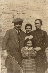 Famiglia di quattro persone
