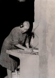 Donna che lava i panni